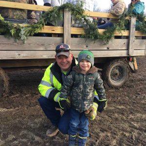 cutting-christmas-tree-at-northwoods-tree-farm-michigan